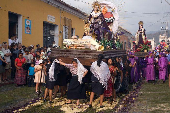 800px-semana_santa_antigua_guatemala